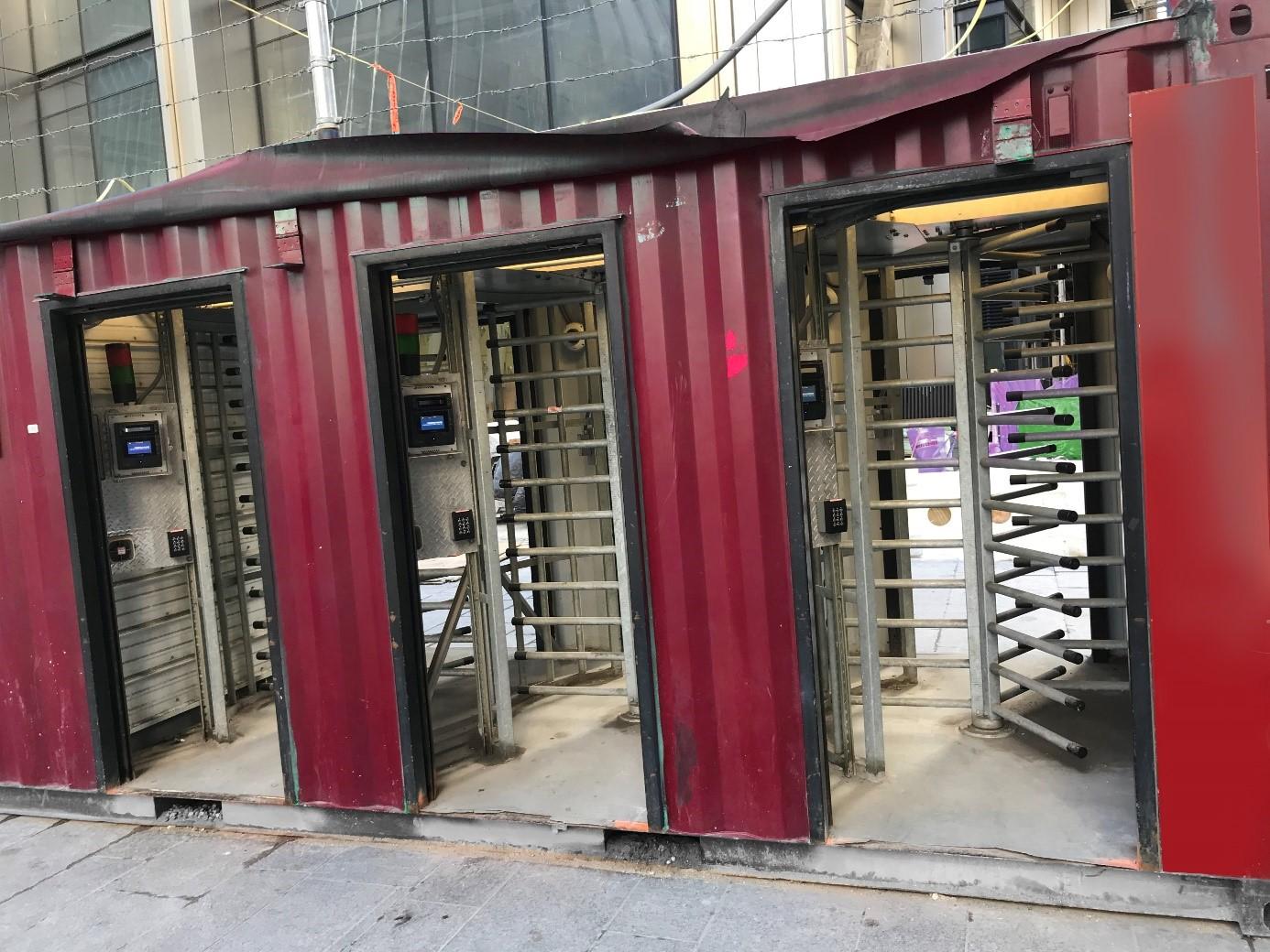 Zabezpečení vstupu na stavbu – mobilní turnikety